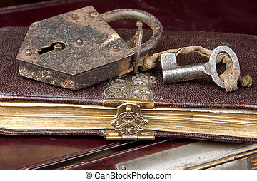 kulcs, képben látható, könyv