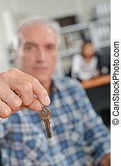 kulcsok, kiadás, ügynök, birtok