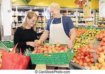 Kunde, getragen, kiste, Äpfel, Wählen, Verkäufer