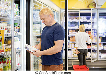 Kunde, lebensmittelgeschäft, Paket, saft, Besitz, Mann, kaufmannsladen