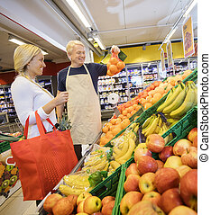 Kunde, lebensmittelgeschäft, Ausstellung, Orangen, weibliche, Verkäufer, kaufmannsladen