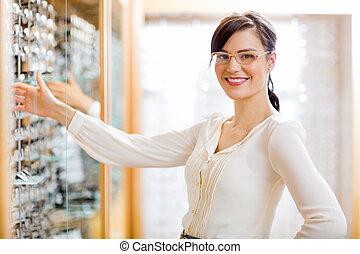 Kunde, optiker, kaufmannsladen, weibliche, Kaufen, Brille
