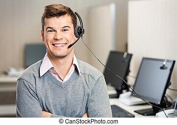 kundendienstvertreter, mit, kopfhörer, in, anruf- mitte