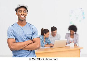 kunstenaar, achtergrond, collega's, mannelijke , ongedwongen kantoor