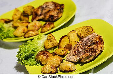 kurczak, stek, z, upieczony, cebule, i, kartofle