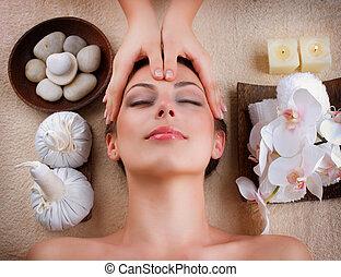kurort, salon, ansiktsbehandlingen masserar