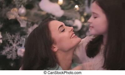 kussende , dochter, moeder