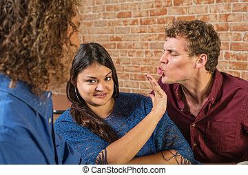 kussende , vrouw, geërgerd, man