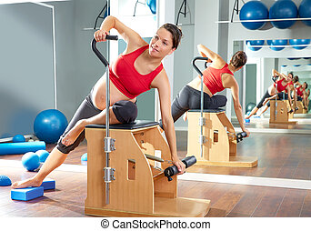 kvinde, gravide, strækning, pilates, side, udøvelse