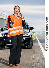 kvinde, hos, automobilen, sammenbrud, benævne, bugsere, selskab