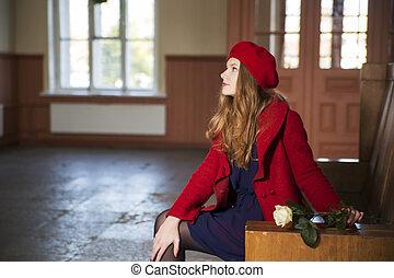 kvinde, hos, tog station, er, venter, gæster