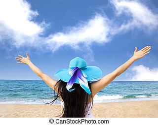 kvinde, oppe, unge, raiseher, hænder, strand