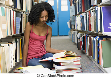 kvinde sidde, gulv, bibliotek bog, læsning