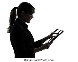kvinde, silhuet, tablet, firma, computing, typing, isoleret, æn, computer, studio, baggrund, digitale, hvid kaukasisk