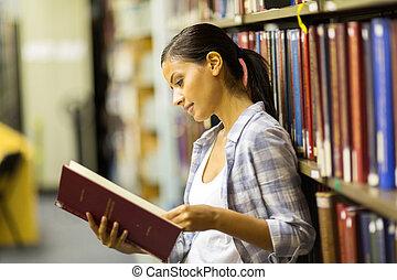 kvindelig, læreanstalt student, læse en bog, ind, bibliotek