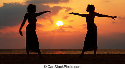 kvinder, hos, solnedgang