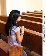 kvinder, pray, ind, en, kirke