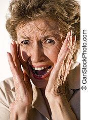 kvinna, äldre, ansikte, skrämd, titta, henne