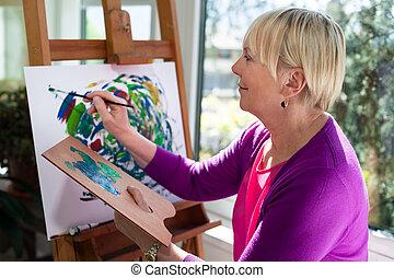 kvinna, äldre, nöje, hem, målning, lycklig