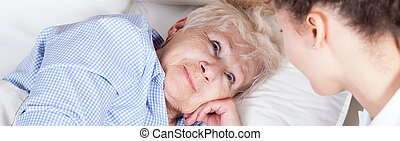 kvinna, äldre, säng