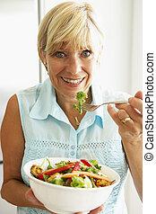 kvinna, äta, sallad, hälsosam, mitt, åldrig