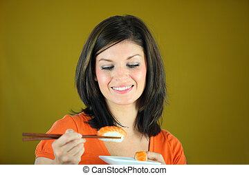 kvinna ätande, matpinnar, sushi