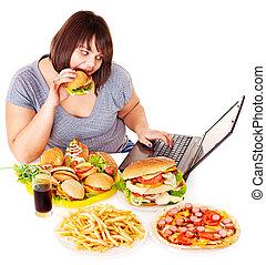kvinna ätande, skräp, mat.