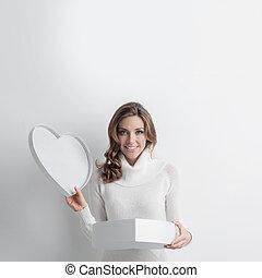kvinna, öppna, hjärta gestaltade låda
