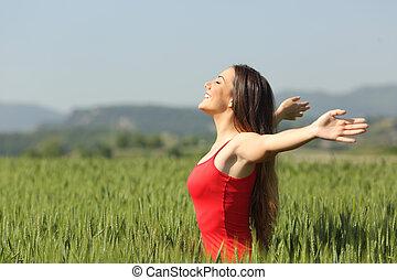 kvinna, andning, djup, nytt lufta, in, a, fält