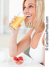 kvinna, apelsinsaft, drickande barometer