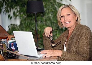 kvinna, arbetande hår hem