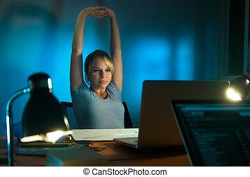 kvinna, arbete, trött, sent, pc, designer, natt, inre
