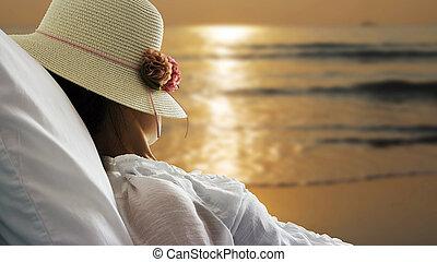 kvinna, avkopplande, ung, säng, se, strand, Soluppgång