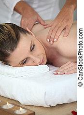 kvinna, avnjut, massera