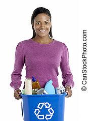 kvinna, bärande, återvinning slänga i soptunnan