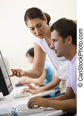 kvinna, bistå, man, in, dator rum