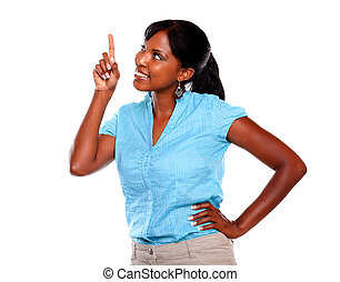 kvinna, copyspace, pekande, -, uppe, ung, le