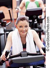 kvinna, cykel, centrera, atletisk, användande, sport
