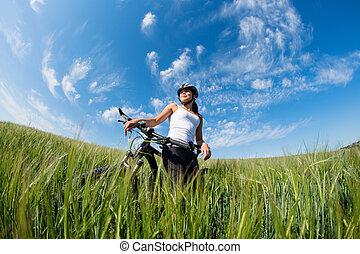 kvinna, cykel, ung, utanför, ridande, lycklig