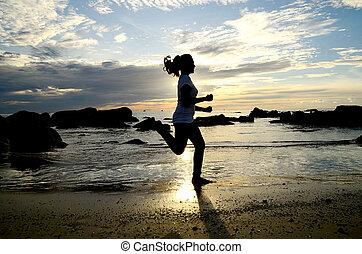 kvinna direktion, stranden, silhouetted, den, sunrise.