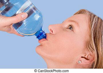 kvinna, dricksvatten