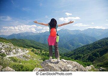 kvinna, europa, av, picos, trekking, lycklig