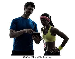 kvinna, exercerande, fitness, man, kaross, användande, digital tablet, silhou