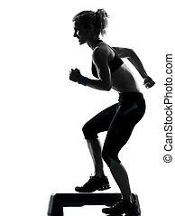kvinna, exercerande, steg aerobics