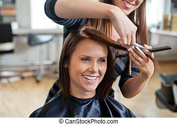 kvinna, fik, a, hårklippning