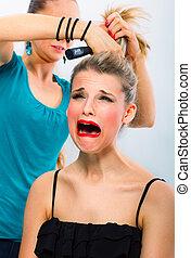kvinna, frisör, skrämd, otillfredsställd