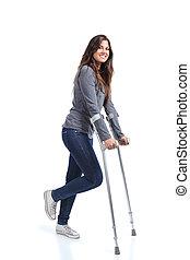 kvinna gående, med, kryckor