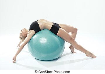 kvinna, genomkörare, exercerande, en, boll, fitness, caucasian