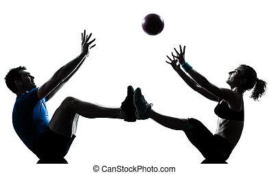 kvinna, genomkörare, kasta, exercerande, boll, fitness, man