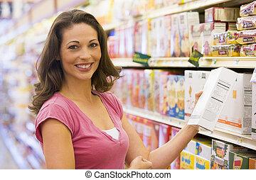 kvinna handling, hos, a, specerier lager